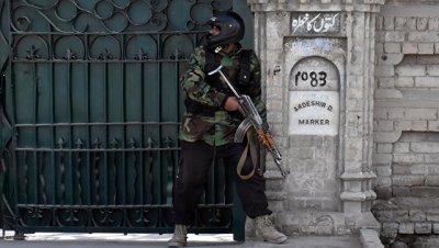 В Пакистане число погибших при атаке смертника возросло до девяти