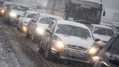 Москвичей предупредили об аварийной опасности на дорогах из-за непогоды
