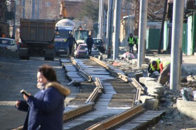 Рельсы с антишумовыми прокладками: трамвайные пути на Станиславского появятся в мае