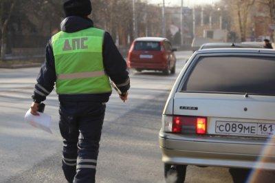 В Ростовской области иномарка с сотрудниками правоохранительных органов столкнулась с ВАЗом
