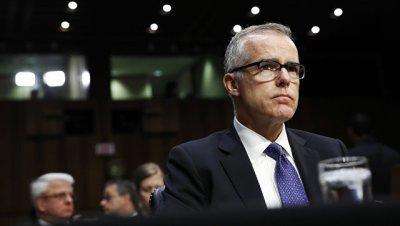 СМИ узнали, что замдиректора ФБР Маккейб уходит в отставку