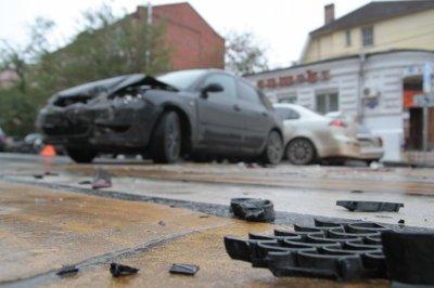 В Ростове на Штахановского пьяный водитель Ford врезался в КАМАЗ