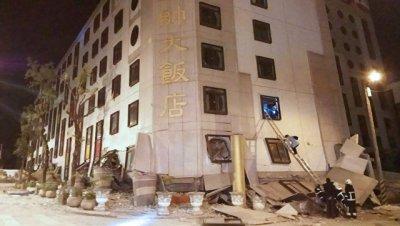 На Тайване число заблокированных в обрушившемся отеле достигло 29 человек