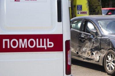 Два человека погибло в ДТП с легковушкой и дорожной машиной в Ростовской области