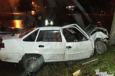 В Ростове на Северном Daewoo Nexia врезалась в столб