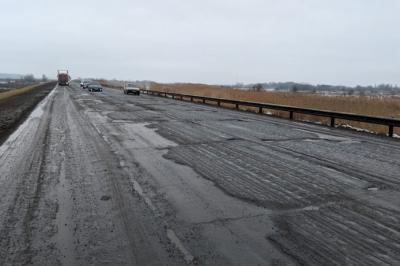По семь километров в год: убитую дорогу Волгодонск — Семикаракорск обещают отремонтировать к 2025 году