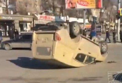 На Западном «жигули» протаранили инкассаторскую машину