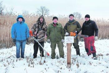 Отряд Белокалитвинских волонтёров занимается расчисткой русла реки Северский Донец