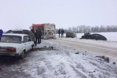 На Дону произошла массовая авария с участием пяти легковушек