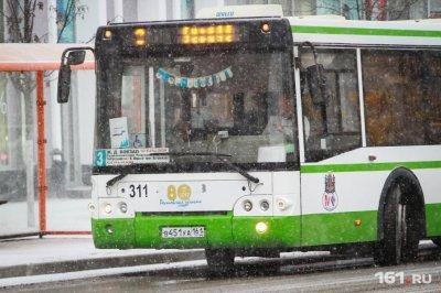 Потушили до приезда пожарных: в Ростове на рынке «Фортуна» горел автобус