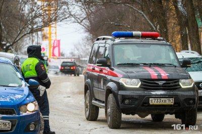 В Ростове на Западном мужчина поскользнулся на обледенелом тротуаре, упал и умер