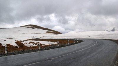 Военно-Грузинскую дорогу закрыли для большегрузов из-за непогоды