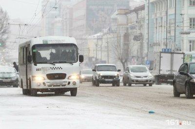 Водители ростовских маршруток попали в ДТП на остановке