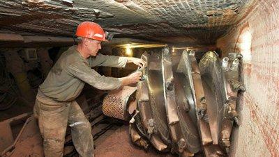 Спасатели пока не нашли рабочих под завалами в шахте
