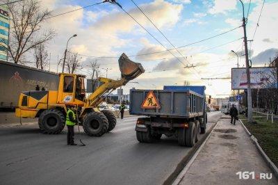 Асфальт тает со снегом: за год дончане пожаловались на 800 самых убитых областных улиц