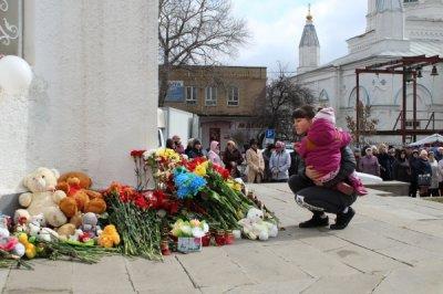 В Белой Калитве почтили память погибших в ТЦ в Кемерово