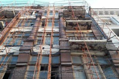 В Ростове со зданий падают кирпичи