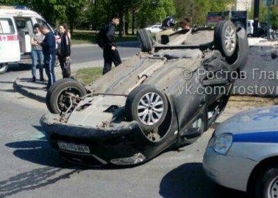 В Ростове иномарка опрокинулась на крышу после столкновения с «Шевроле»: один человек ранен