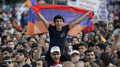 В центре Еревана начался митинг оппозиционеров
