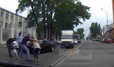Черный BMW сбил ростовчанку на пешеходном переходе