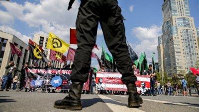 Почти всех задержанных на акции в Москве отпустили из ОВД, сообщил Удальцов