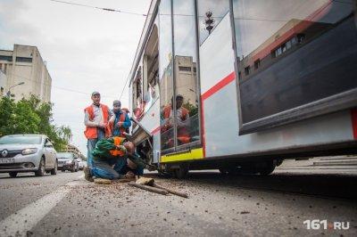 Трамвай сошел с рельсов на Горького в Ростове