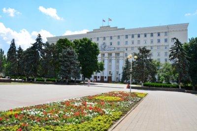На аренду 13 автомобилей для депутатов Госдумы от Ростовской области выделили 7 млн рублей