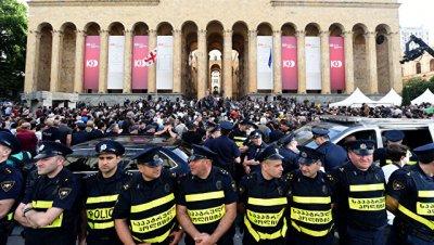 В Тбилиси возобновилась акция протеста у здания парламента