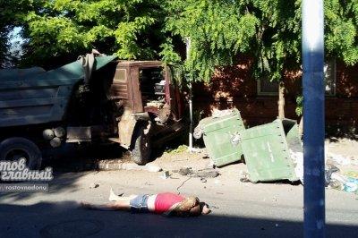 Водитель КАМАЗа вылетел из кабины после столкновения с Renault в Ростове