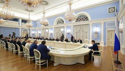 Медведев напомнил правительству порядок регистрации брака