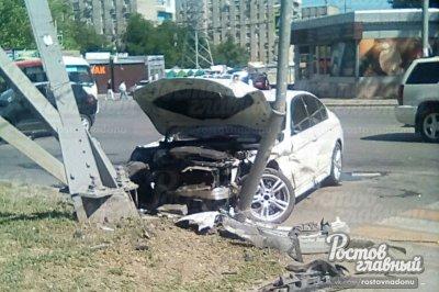 В Ростове столкнулись Chery и BMW: есть раненые