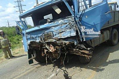 На Дону КАМАЗ влетел в поезд: есть раненый