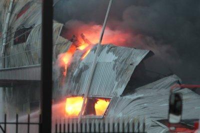 В Ростове сгорели гаражи с автомобилем внутри