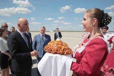 Казаки и хлеб с солью: Ростов встретил президента Швейцарии Алена Берсе
