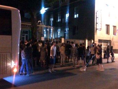 «Марсело, выходи»: толпа болельщиков до ночи осаждала отель, в котором остановилась сборная Бразилии