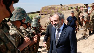 Пашинян побывал на линии соприкосновения в Карабахе