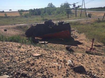 В Азовском районе грузовик протаранил пассажирский поезд: два человека погибли