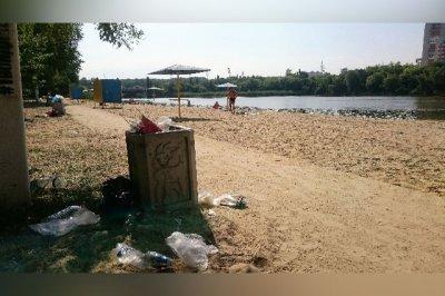 «Японцы для уборки сюда не придут»: ростовчанин пожаловался на состояние одного из городских пляжей