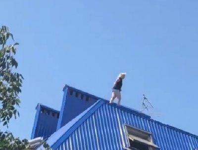 Ростовчанка с разбегу прыгнула с крыши дома