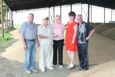 В Белокалитвинском районе продолжается уборка озимых зерновых культур