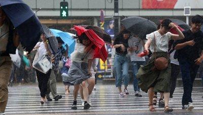 В Японии четыре человека пострадали из-за тайфуна