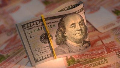 Доллар превысил уровень 67 рублей впервые с августа 2016 года?