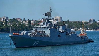 Сопровождавший подлодку США фрегат составил ее