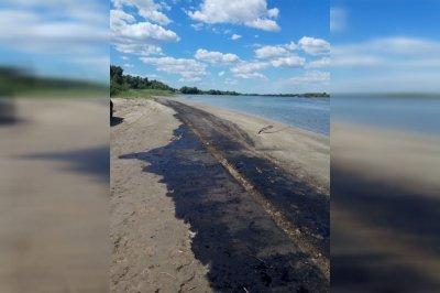 Пляж под Ростовом залило мазутом