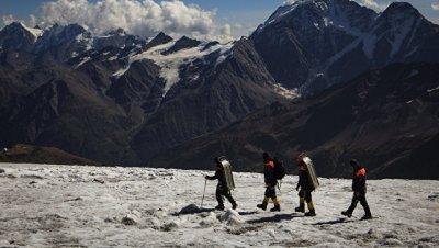 На Эльбрусе возобновили поиски пропавшего альпиниста