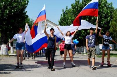 Гордо реет флаг державный!