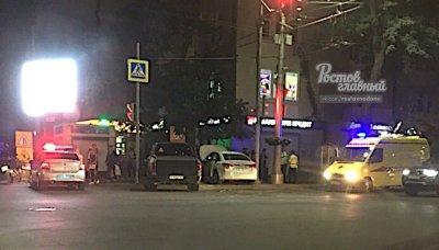В центре Ростова столкнулись два автомобиля: четверо пострадали