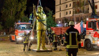 В Германии демонтировали позолоченную статую Эрдогана