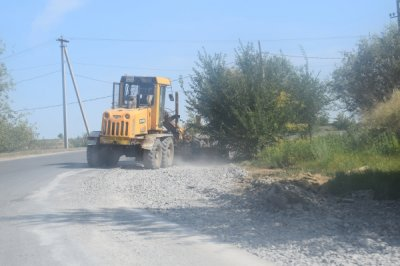 В Белой Калитве на дорогу высыпали 150 тон щебня