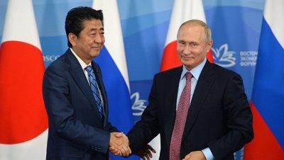 МИД Японии позитивно оценил встречу Путина и Абэ в рамках ВЭФ